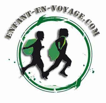 logo voyage en famille avec 2 enfants