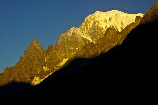 escapade nature-lever-de-soleil-sur-sommet-du-Mont-Blanc-Italie