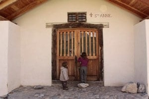 rando-enfant-lac-saint-anne-chapelle-Queyras