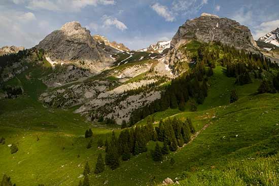 randonnée-famille-montagne-dans-les-aravis-Alpes