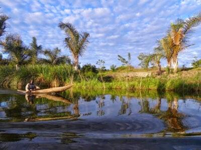 paysage Madagascar et habitant sur bateau
