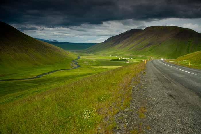 route et paysage en Islande