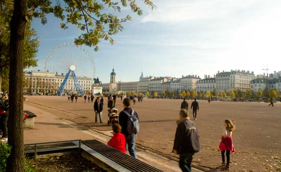 lyon enfants place-bellecour