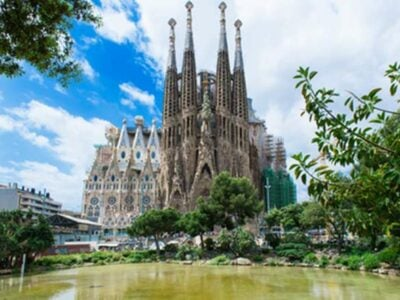 Sagrada-familia-barcelone