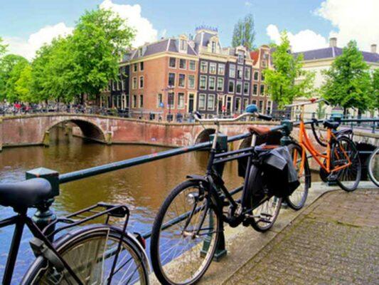 amsterdam-canaux-vélo