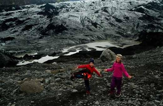 glacier-islande-randonneur-enfant