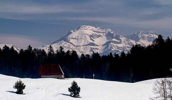 massif-des-bauges-sommets-neige