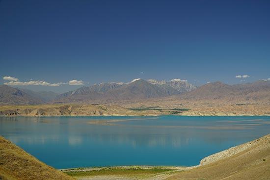 Kirghizistan-lac-et-montagne