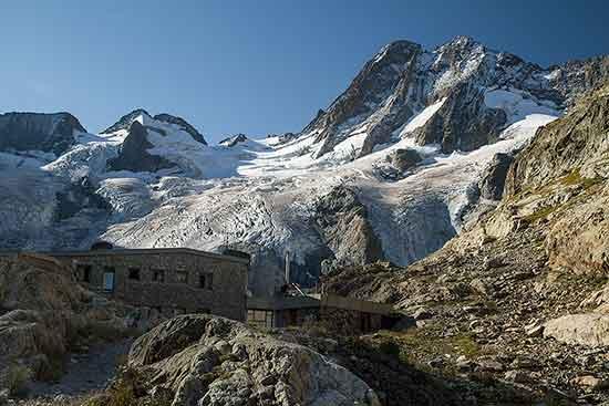 refuge-de-la-Pilatte-massif-des-Ecrins