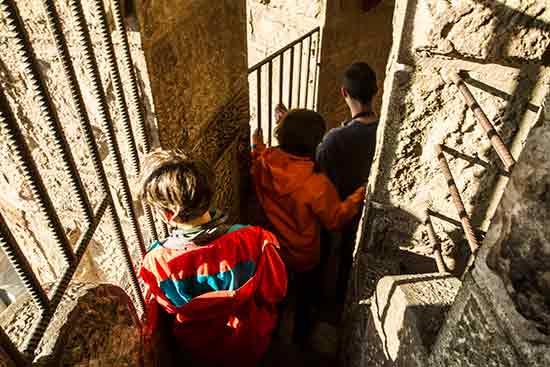 escalier-tour-enfant-sagrada-familia-barcelone