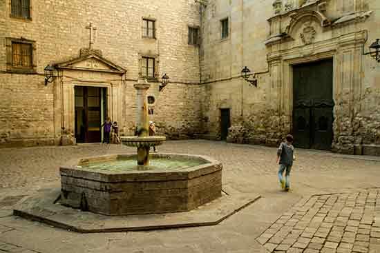 fontaine-barcelone-avec enfant