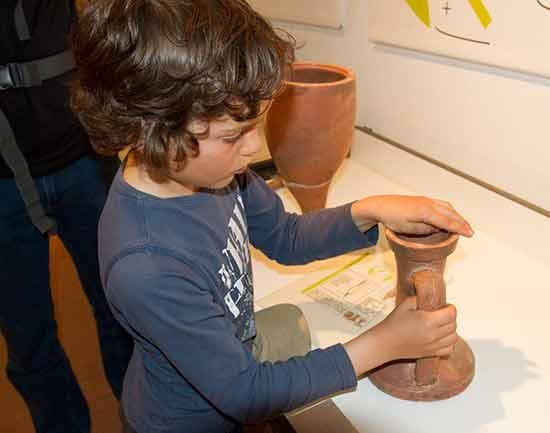 enfant-au-musée-archéologique-cimiez-nice