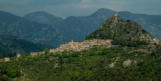village proche de nice sainte-agnès