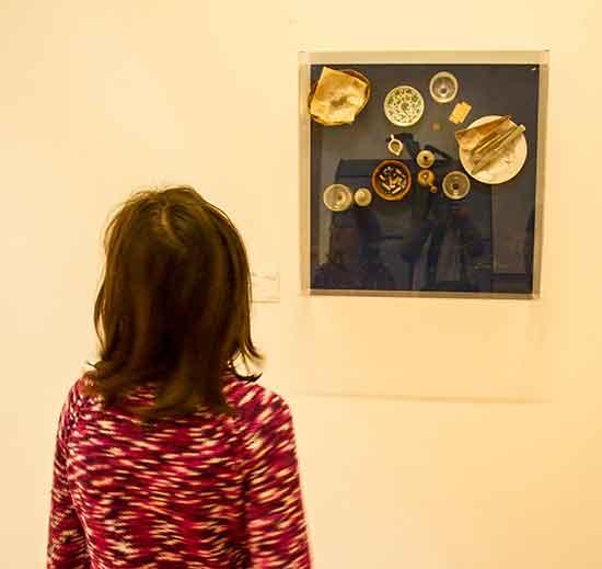 Musée-de-grenoble-enfant-devant-tableau-moderne