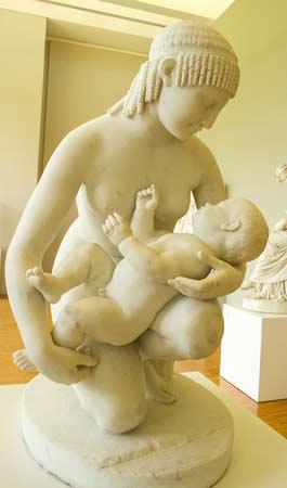 Musée-de-grenoble-statue-mère-et-enfant