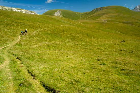 randonneurs-plateau-emparis-oisans-alpes