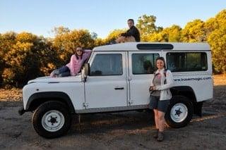 australie-famille-en-4x4 dans brousse