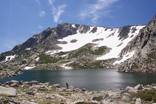 randonneur-le-lac-Bastani-Corse