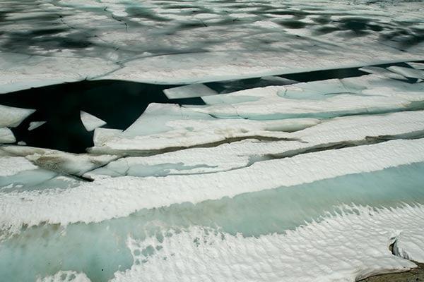 lac-noir-dans-glace-savoie-haute-tarentaise-alpes