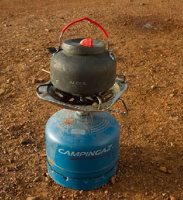 théière sur réchaud camping