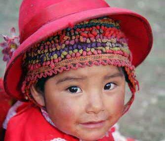 enfant en tenue traditionnel amériques