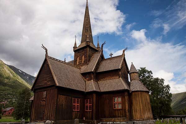 église-Lom-Norvège-en-famille
