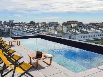 hotel-barcelone-chambre-familiale-avec-piscine