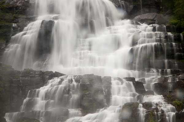 norvege-en-famille-avec-enfants-cascade-Tvindefossen