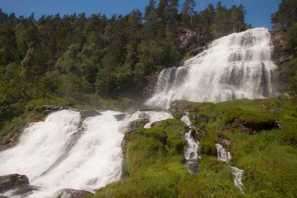 norvege-en-famille-avec-enfants-cascade