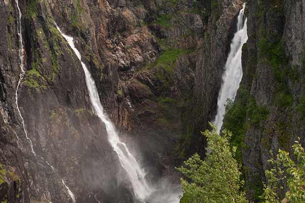 norvege-famille-cascade-Voringfossen