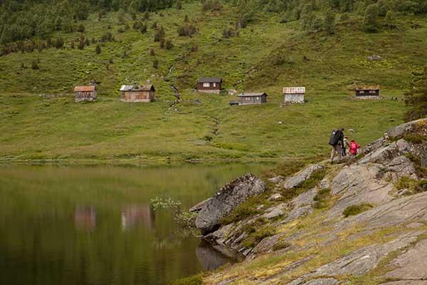 norvège-randonnée-pédestre-enfants