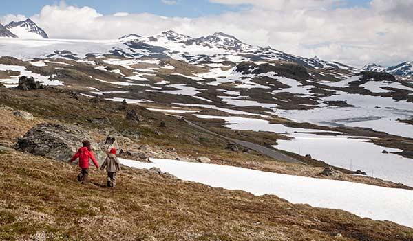 randonnée-norvege-randonneurs-enfants