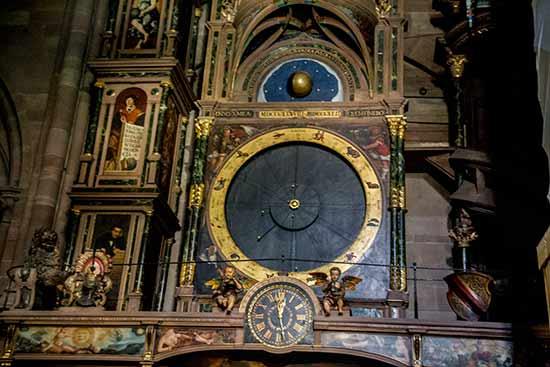 strasbourg-enfants-horloge-cathédrale