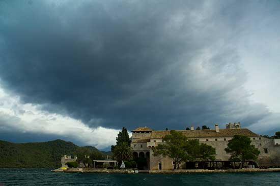 -Ile-Mljet-monastère-Croatie-famille