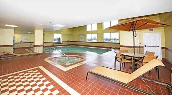 hotel-ottawa-famille-piscine