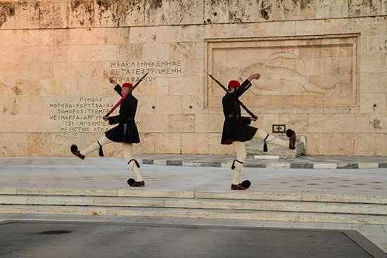athenes-avec-des-enfants-gardes-au-parlement-Grèce