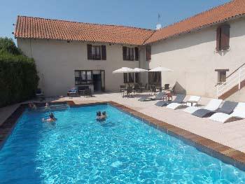 hotel-famille-avec-piscine-auvergne