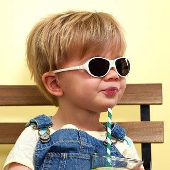 lunette-soleil-bebe-2-ans
