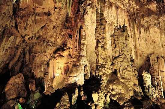 activite-familiale-perpignan-grotte