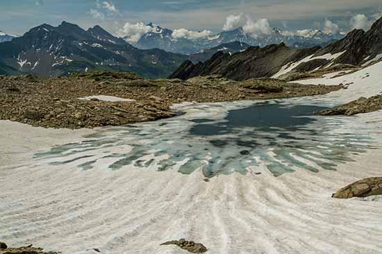 Vers-refuge-robert-blanc-lac-enclave
