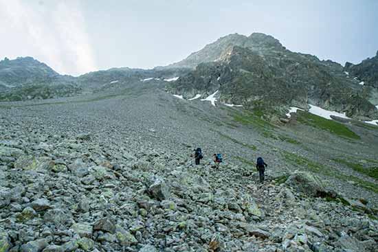 col-enclave-randonnée-famille-Mont-Blanc