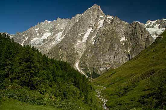 grandes-jorasses-mont-blanc-randonnée-en-famille