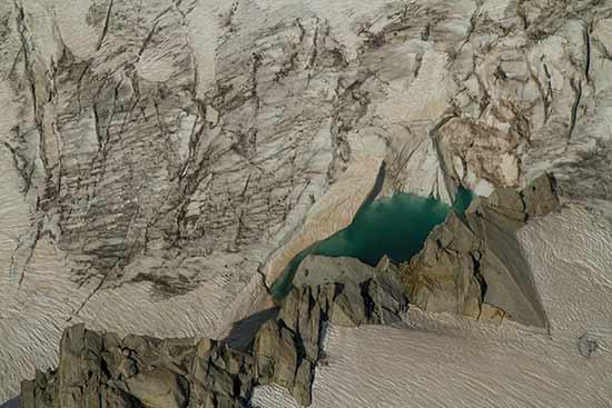 lac-dans-glacier-mont-blanc-aiguille-du-midi