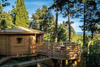 cabane-dans-arbres-en-famille-occitanie