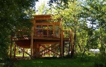 cabane-dans-les-arbres-en-famille-en-Auvergne
