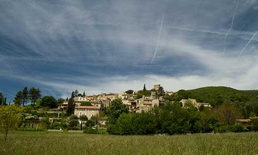 les-plus-beaux-endroits-de-la-drôme-provençale-poet-laval